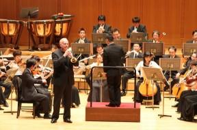 エリックオービエ氏による、ハイドンコンチェルト。美しいトランペットと、オーケストラとのハーモ二が会場を魅了します。