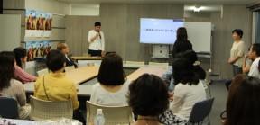 講演者(左・来日から7年)も質問者(右・来日から8年)も美しい日本語です!